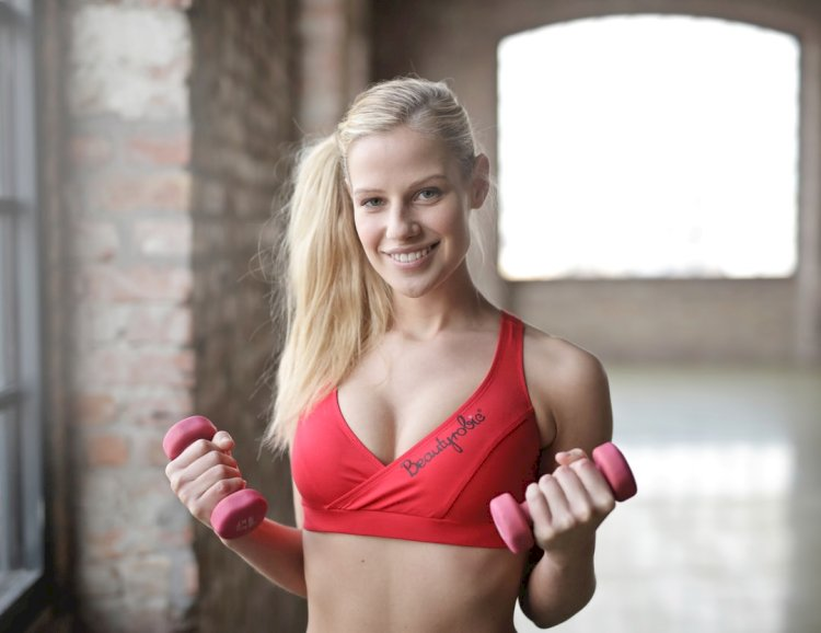 The Best Sports Bras for Female Weightlifters